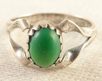 Vintage Size 6 Native American Green Turquoise Sterling Ring