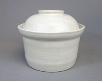 White Stoneware Fermenting Crock: 2 quart capacity fermentation lidded vessel