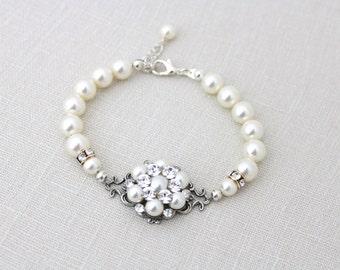 Bridal pearl bracelet, Crystal Wedding bracelet, Bridal jewelry, Pearl and crystal bracelet, Vintage style bracelet, Swarovski bracelet