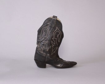 Vintage 70s Cowboy BOOTS / 1970s Black Leather Embroidered Western Boots 7