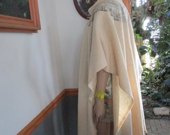 Cape Lightweight Wool Fringed Off White & Gray High Collar Built in Scarf  CLEAN/SPOTLESS Vintage Women's Wrap