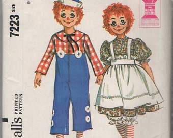 """McCall's 7223 """"Girl's and Boy's Raggedy Ann and Raggedy Andy Costumes; including wig masks"""" Size 10-12 Bust 28""""-30"""""""