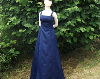 IN STOCK Girl's Junior Bridesmaid Junior Flower Girl or Holiday Dress In Size 7 / 8