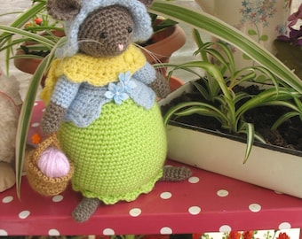 Lovely crochet storybook mouse inspired by Brambly Hedge