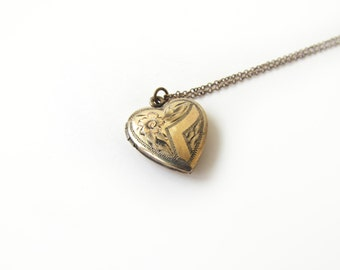 Vintage Heart Locket / Gold Filled Sweetheart Locket c.1940s