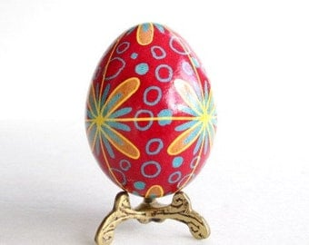 Pysanka egg,  batik egg on chicken egg shell, Ukrainian Easter egg, hand painted egg