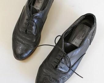 vintage black leather shoes - WINGTIP oxford flats / size 6