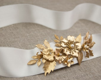 Gold sash - Bridal gold sash - Leaf belt - Gold belt - Wedding sash - Boho sash - Gold leaf sash - Gold flower belt