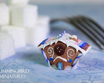 Traditional Gingerbread House - blue and pink