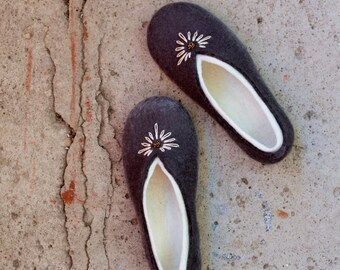 Women slippers  - felted slippers Gray white - handmade - eco - wool shoes - wolle pantoffel - schuhe - Mother's day gift