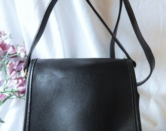 Pristine Authentic Vintage COACH ---BLack Leather --Messenger---Thick Rich Leather Bag --Crossbody