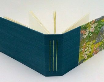 Mini Photo Album, Holds 36 4x6 photos, Garden with Flowers, In Stock
