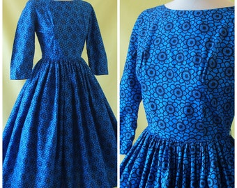 Horrockses Fashions 50s Dress / 1950s Day Dress / Black on Blue Floral Print / Crisp Cotton / XS Extra Small