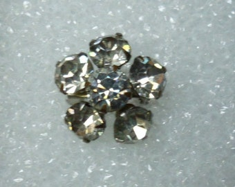 Flower Shaped Pin! Vintage Brooch! Rhodium Plated Setting! Adorable Little Pin! Lapel Pin! 6 Swarovski Crystals! Free Shipping! On Sale Now!