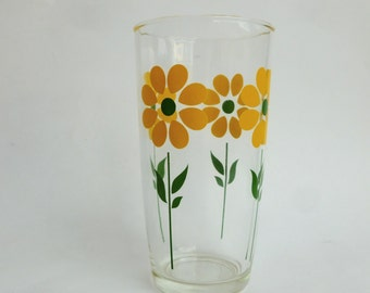 Yellow Daisies Sour Cream Glass One Pint Collectible Kitchen Barware Drinkware Glassware