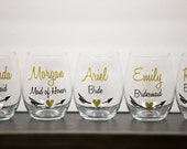 Stemless wine glasses, Bridesmaids gift, Personalized Maid of honor gift. Wedding party gift stemless wine glasses. heart and arrow designs