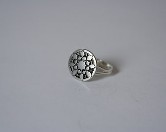 Snowflake Ring Winter accessory Holiday Wedding - made with a vintage button