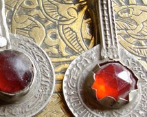 Moroccan gold colour and red glass jewel coin (A)