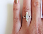 Sterling MOP Ring / Vintage / 925 / Size 5 / Mother of Pearl / Delicate / Simple / Modern