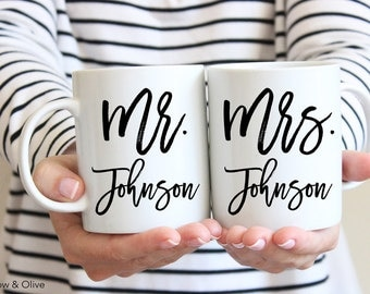 Personalized Coffee Mugs Personalized Mr and Mrs Mugs Set of 2 Couple Mugs Wedding Mugs Engagement Gift Wedding Gift for Couples W0011