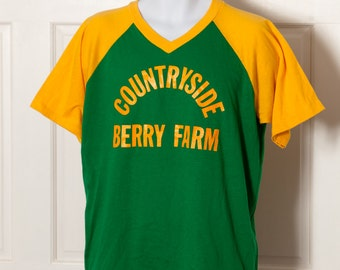 Vintage 23 COUNTRYSIDE BERRY FARM VNeck Tshirt