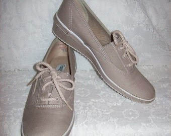 Vintage Ladies Tan Canvas Oxfords or Deck Shoes by Grasshoppers size 7 1/2 S Only 8 USD