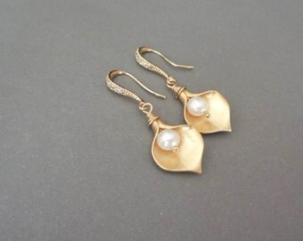 Gold Calla Lily Earrings - Freshwater pearl earrings -14k Gold over Sterling ear wires, Brides, Bridesmaids earrings, High quality jewelry