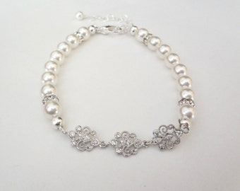 Pearl Bracelet - Brides bracelet ~ Swarovski pearls - Rich looking - Classy - High quality ~ Feminine - Wedding jewelry ~ Gift ~ ELIZABETH