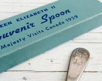 Souvenir vintage spoon, Queen Elizabeth II visit to Canada in 1959, silver-plated, in original box.