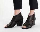Black heels, Open toe heels, Low heels, Woven leather shoes