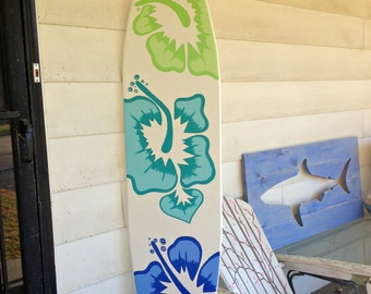 Exceptionnel 6 Foot Surfboard Wall Art In White With Three Large Hibiscus Flowers Decor  Sign