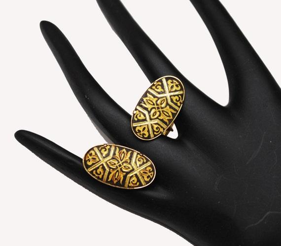 Damascene oval Cuff links - gold and Black Etched enameling - vintage cufflinks