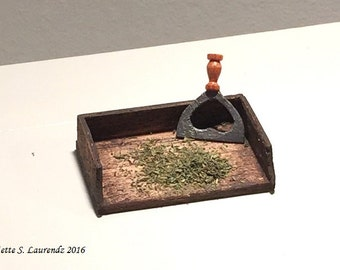 1:12 Dollhouse miniature - 'Antique' French herb chopper & board, large heart shape motif (HH28)