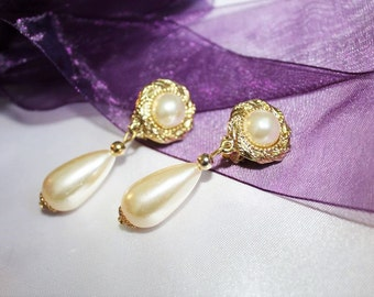 Spectacular Vintage Designer Runway Couture FAUX PEARL Tear Drop Earrings E12