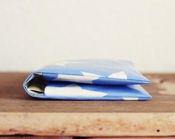 Windeltasche/ Diaper bag aus Wachstuch - Blau mit Sternen - Wickeltasche