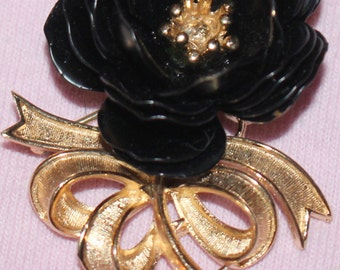 Vintage Beautiful 50's Signed CROWN TRIFARI Black Rose pin