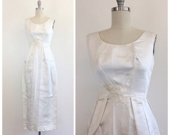 70s Classic White Wedding Dress / 1970s Simple Satin Bridal Gown With Floral Applique / Small / Size  4