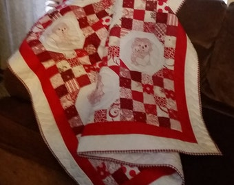 Raggedy Ann and Andy Redwork Quilt Red and White Throw Lap