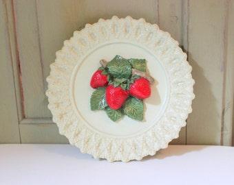 Vintage Strawberry Chalkware Wall Hanging Mid Century Plaster Wall Plaque Kitchen Decor Strawberries Fruit Dinning Decor