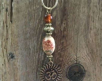 Handmade Beaded Charm Keychain/03 - Chinese Proverb with Ohm Starburst