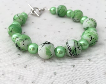 Green Beaded Bracelet, Lime Green Jewelry, Green Bridesmaid Jewelry, Unique Jewelry, Jewelry Gift, Green Beaded Jewelry, Glass Bracelet