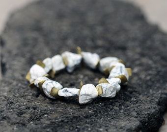 Raw Howlite Bracelet, Bride Bracelet, White Stone Bracelet, White and Gold Bracelet, White Gemstone Bracelet, Gemstone stretch bracelet,
