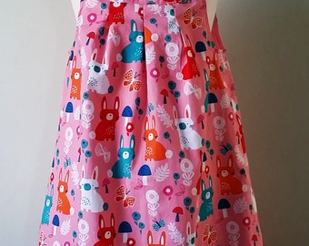 Kleines Mädchen, das Kaninchen zu kleiden, Frühling Kleid, Rosa Pinafore, Kleinkind Pinafore, Kinder Bekleidung, handgemachte Kinder, uk