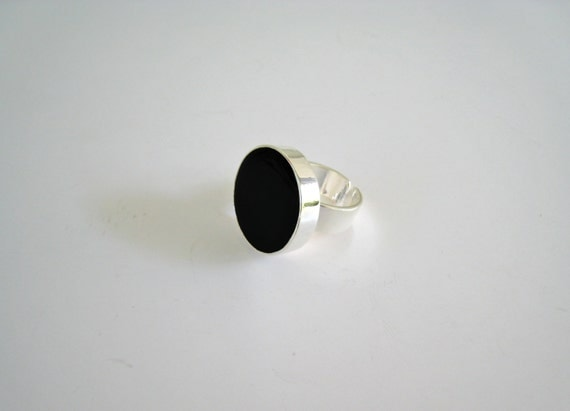 Black resin ring, black glass ring, black round ring, modern minimalist onyx black ring, big chunky solitaire ring, black statement ring