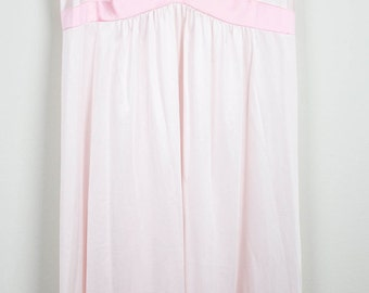 Vintage Ladies Peach / Pastel Pink Nightgown
