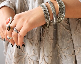 Vintage Silver Bangles/ Tribal Silver bangle / Silver Boho Bangles/ Silver Bracelet/ Set of 2