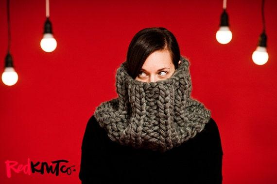 Christmas gifts for vegans: Elizabethan collar cowl in chunky vegan yarn