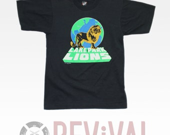Vintage Earth Lion T Shirt ~ Size XS