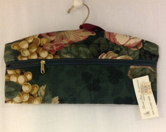 NWT Closet Safe, Vintage Padded Hanger with Hidden Pocket, Travel Organizer,  Closet Bag, Security Hanger