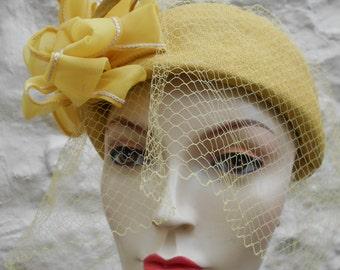 "Vintage Gold Yellow Hat Vintage 1960s Hat Ribbon Bow Net Tulle Veil Womens Vintage Hat Reenactment Wedding  23-24"" (59cm-61m)"